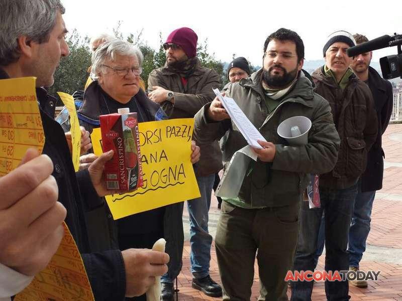 Protesta spese pazze della Regione-2